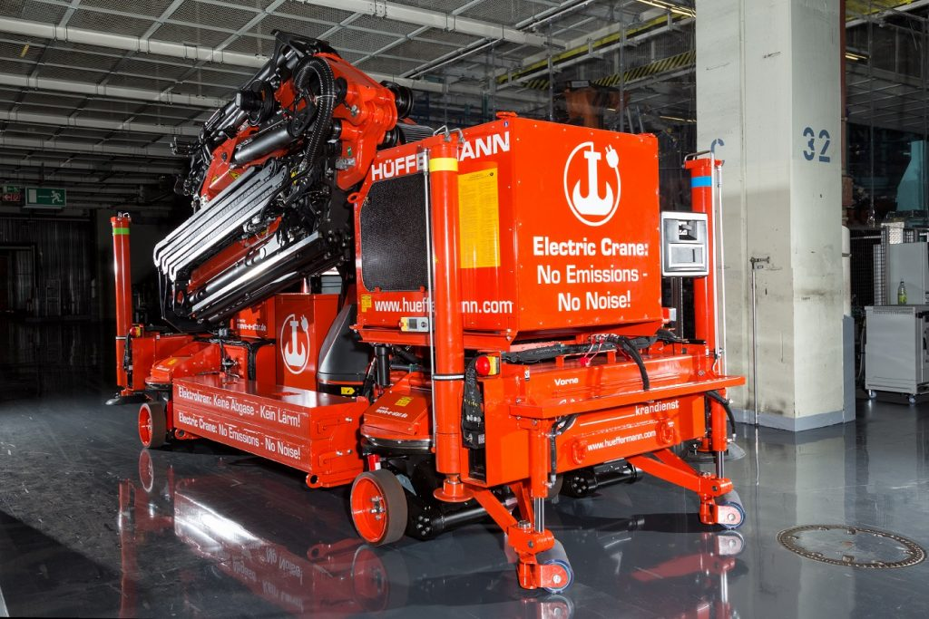 Electric crane equipped with move-e-star running gear